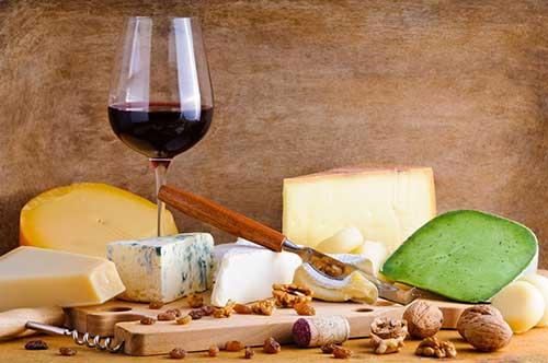 Maridatge d'embotits i melmelades locals de Subirats amb vins del Penedès