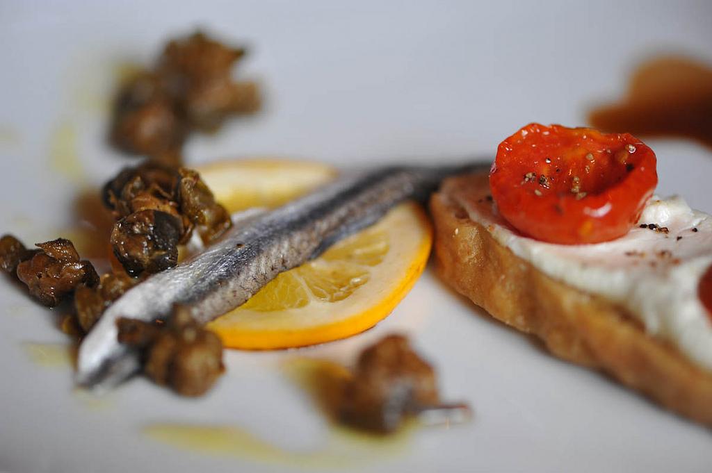 Vermuts dirigits a l'#EspaiPenedès: vi blanc, anxoves i olives